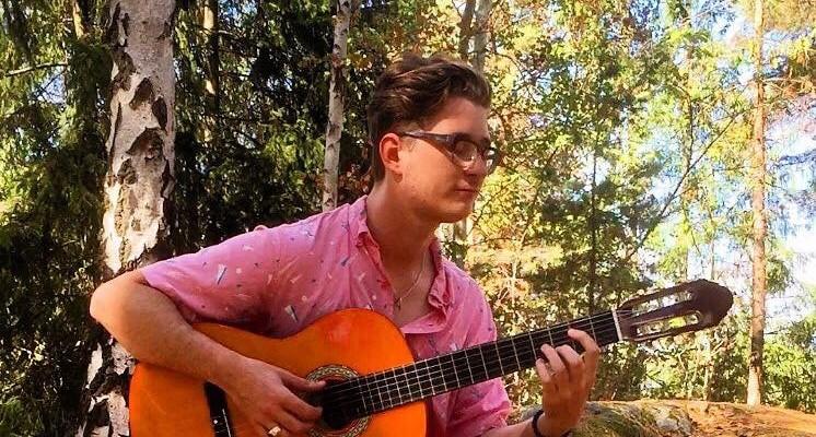 Léo Jost - Professeur de guitare et de Ukulélé