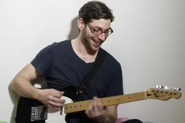 Professeur de guitare, basse, ukulélé et combo